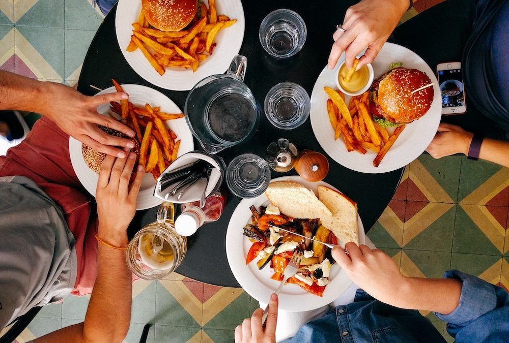 How to Eat Healthy When Eating Out